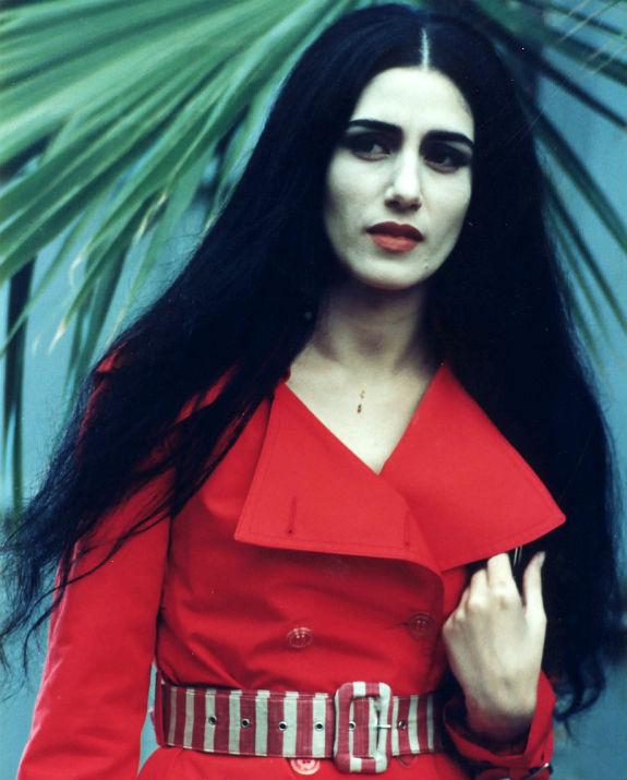 רונית אלקבץ באדום צילום עדי קפלן