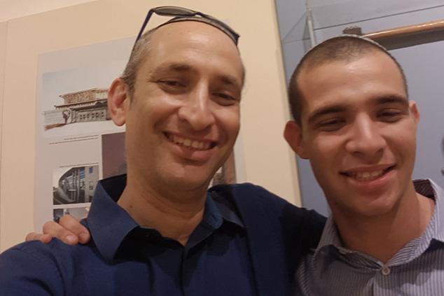 אביעד פרידמן ובנו אברומי, סיפור מטלטל (אלבום פרטי)