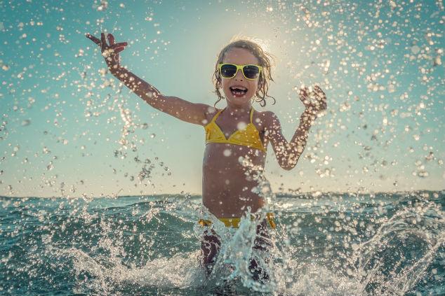 אפשר ליהנות למרות המדוזות, רק צריך לדעת איך (צילום: Shutterstock by Happy Studio)