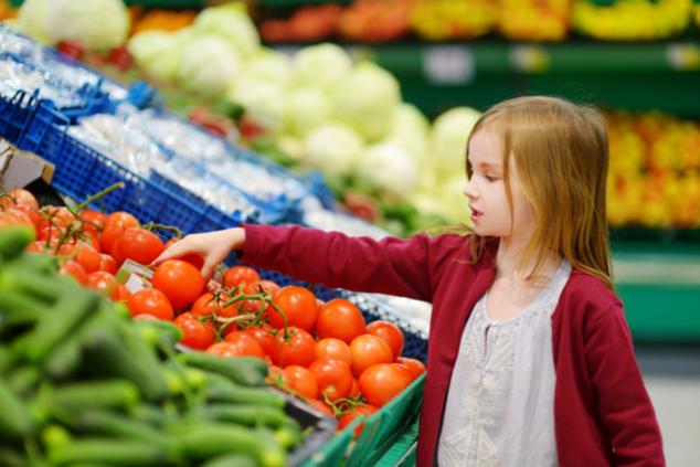 הילדים מובילים את השינוי התזונתי (צילום: שאטרסטוק / MNStudio)