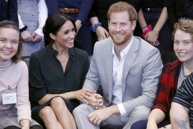 הנסיך ומייגן מחזיקים ידיים Photo by Chris Jackson/Getty Images)