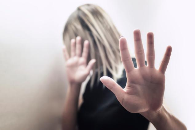 """""""לי אישית לקח המון זמן לעכל שאני אישה מוכה, שזה לא משהו חולף"""" (שאטרסטוק / Vigen M)"""
