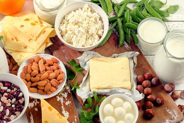שקדים, גבינות, סויה- לא לזלזל במינרל החשוב הזה (צילום: shutterstock By bitt24)