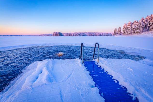 אפשר לשחות גם כשקר (צילום: שאטרסטוק/Ville heikkinen's)