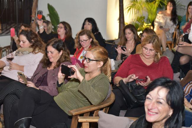 הבלוגריות של סלונה נהנות מהמפגש (צילום: גלית סבג)