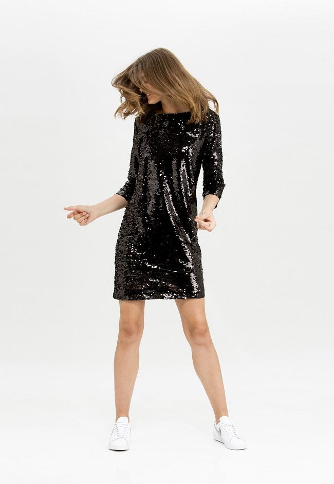 MINIMUM לסטורי - מחיר שמלה 649 שח ירד ל325 שח - צילום דנה קרן