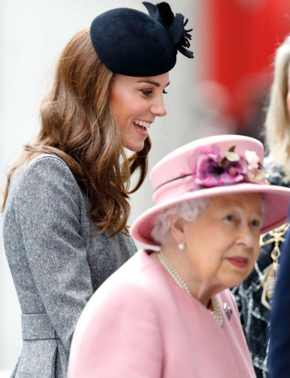 המלכה אליזבת ' וקייט מידלטון צילום  Max Mumby/Indigo/Getty Images