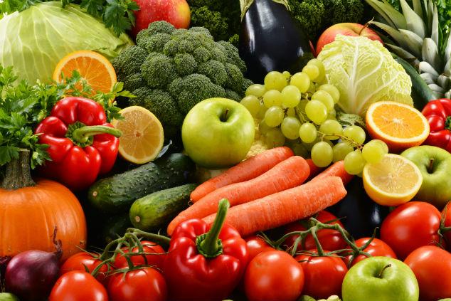 עדיף שהילד יאכל מעט מהקליפה מאשר ירק קלוף לגמרי. צילום: Shutterstock, Monticello