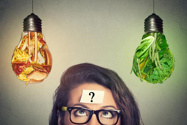 האם אתם אוכלים למען בריאותכם או למען רגשותיכם? (צילום: shutterstock_ pathdoc)