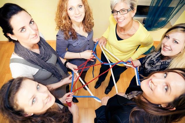 קבוצת נשים shutterstock By nullplus