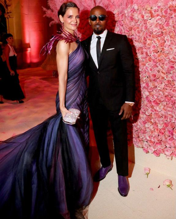 קייטי הולמס וג'יימי פוקס צילום  Kevin Tachman/MG19/Getty Images for The Met Museu