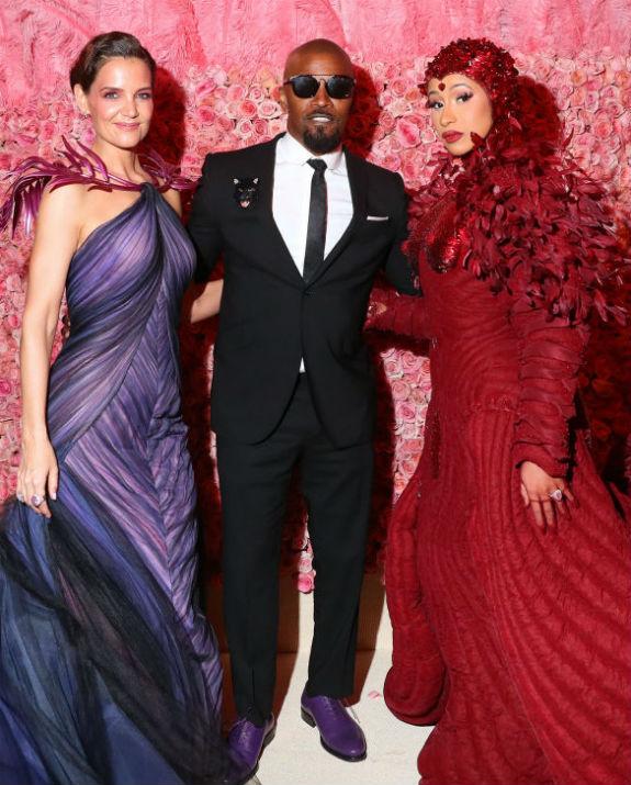 קייטי הולמס וג'יימי פוקס Kevin Tachman/MG19/Getty Images for The Met Museum/Vogue