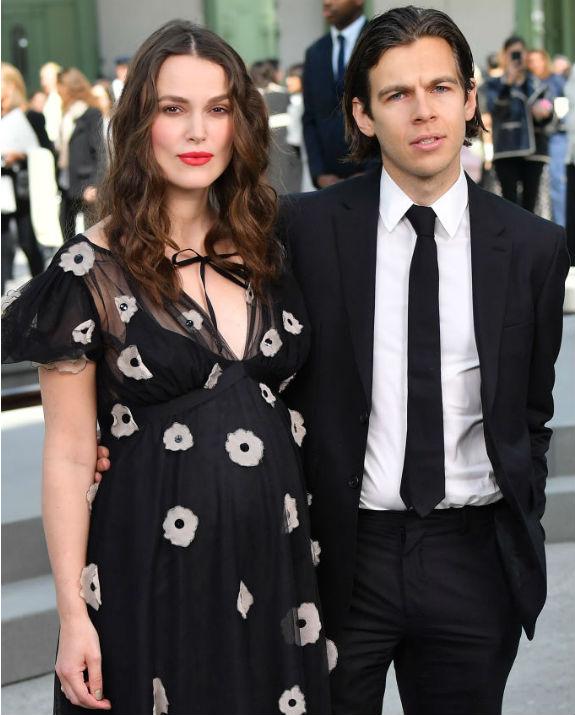 קירה נייטלי ובעלה צילום Stephane Cardinale - Corbis/Corbis via Getty Images)