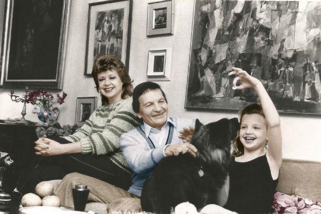 שייקה אופיר עם משפחתו (צילום: אבי שמחוני)