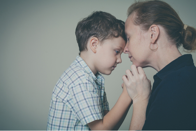 שמרו על אופטימיות ותקווה כדי לחזק את הילדים (שאטרסטוק / altanaka)