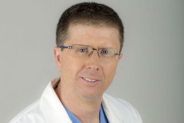 """ד""""ר זיו צפריר, היחיד בארץ המבצע ניתוחים גניקולוגיים רובוטיים בתחום האנדומטריוזיס (צילום: יחצ)"""