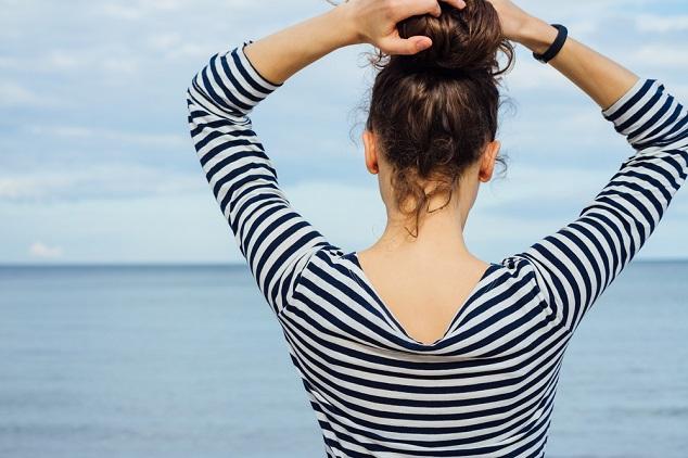 אשה בחולצת פסים shutterstock By progressman