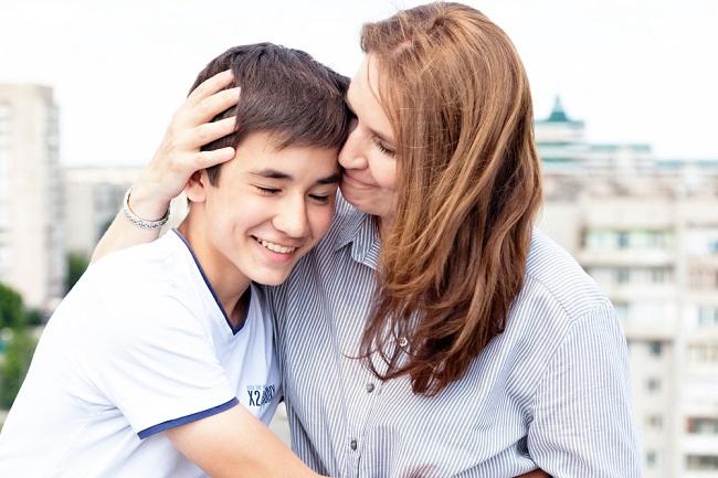 אמא ובן shutterstock_451039048By Olesya Kuznetsova