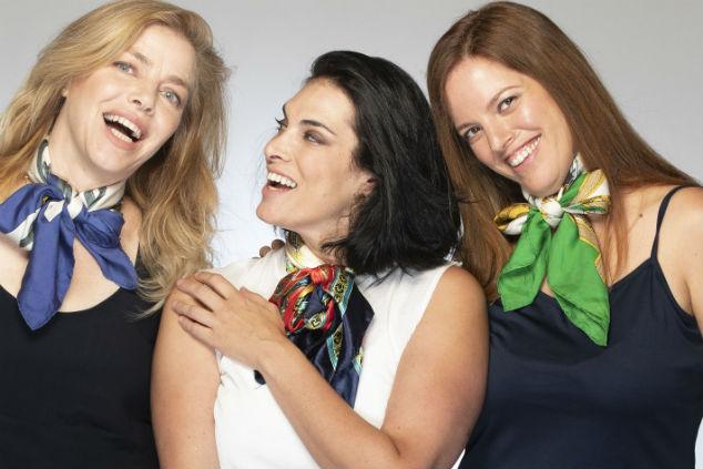 ענת, מאיה וטליה אברך- מעצבת השיער בסגנון פריזאי- צילום: רמי זרנגר