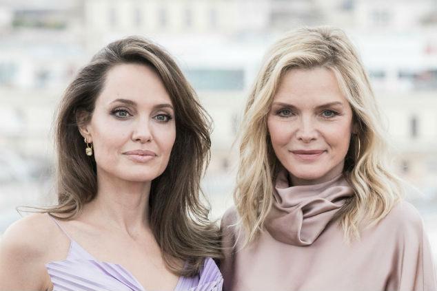 אנג'לינה ג'ולי ומישל פייפר צילום Alessandra Benedetti - Corbis/Corbis via Getty Images