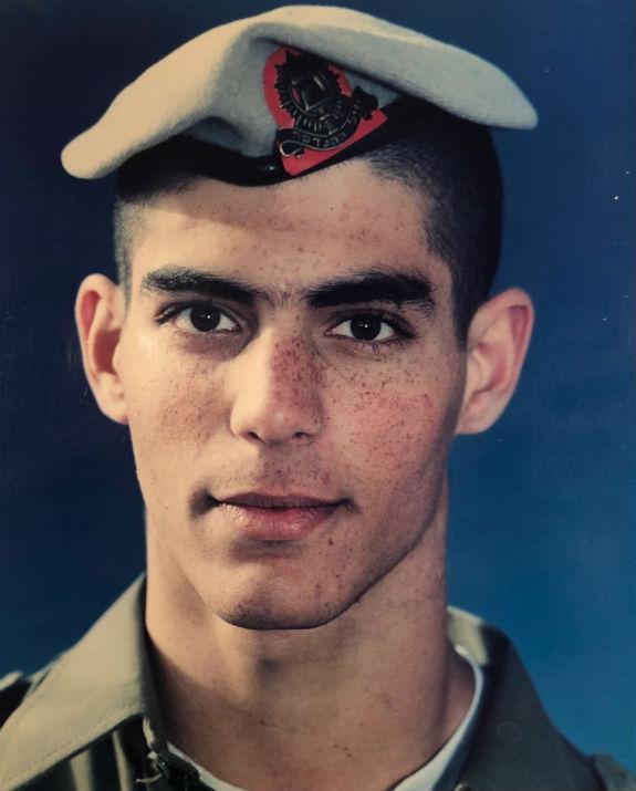 בשירותו הצבאי בהנדסה קרבית (צילום: אלבום הפרטי)