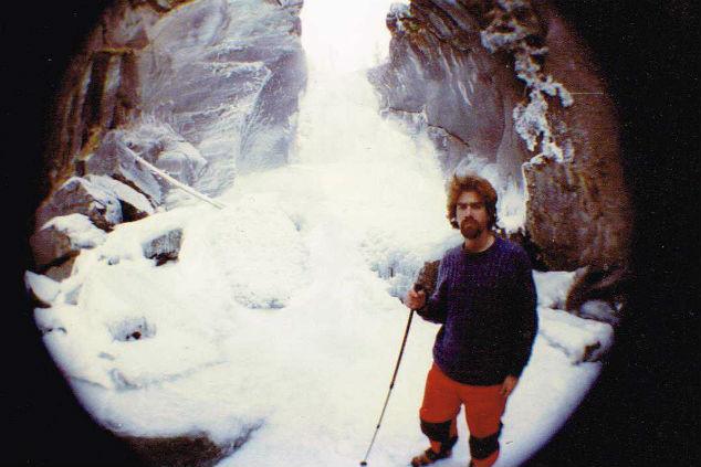 גיא גונן מטפס באחד ממסעותיו (צילום: מהאלבום הפרטי)