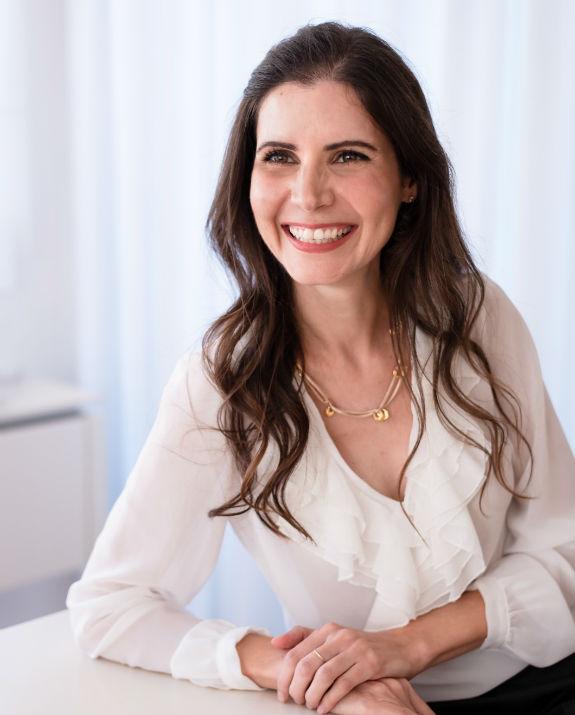 הסופרת קרין אהרון  (צילום: איילה ברק)