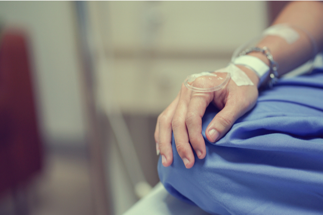 """""""הטיפול בכימותרפיה כמעט הרג אותי – פיזית ונפשית"""" (צילום: שאטרסטוק / chainarong06)"""