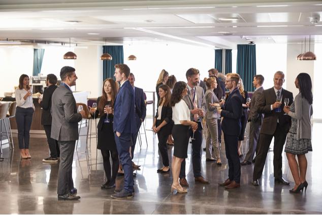 במפגשי נטוורקינג, הגברים מדברים עם גברים (צילום: שאטרסטוק / Monkey Business Images)