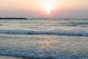 הים, אמנם לא מחוץ לחלון, אבל קרוב