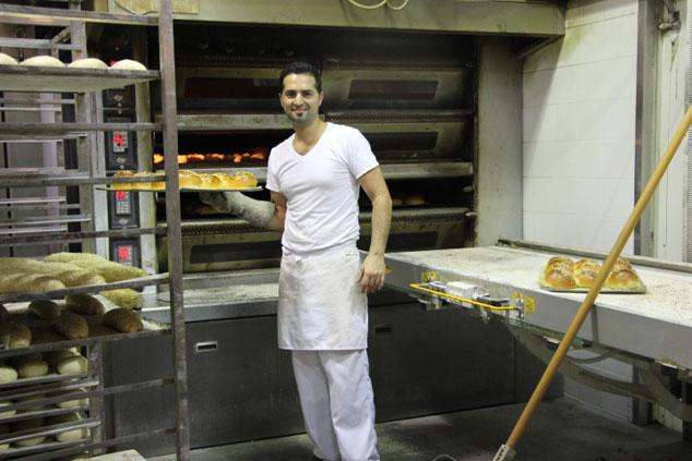 לחמניות המבורגר יוצאות מהתנור