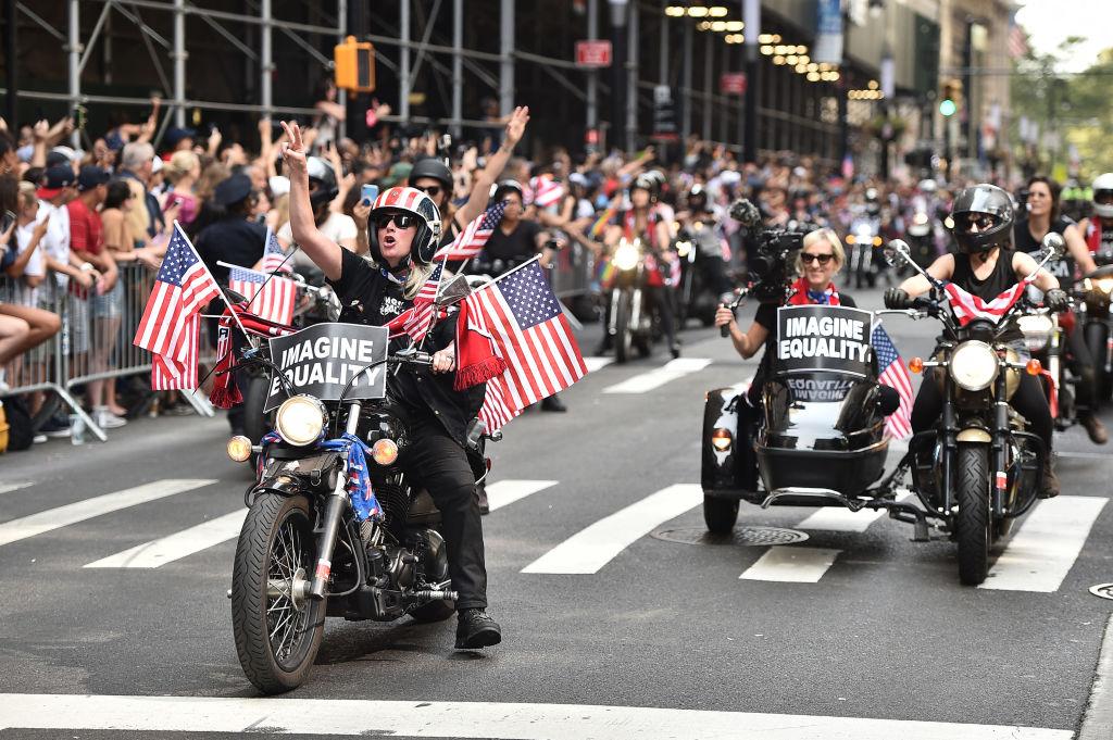 תהלוכת הניצחון של נבחרת הנשים (צילום: Theo Wargo/Getty Images)