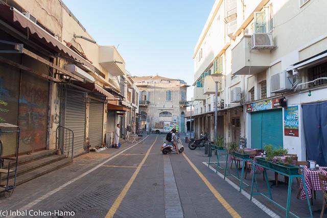 מראה אל רחוב בשוק - ישן מול חדש