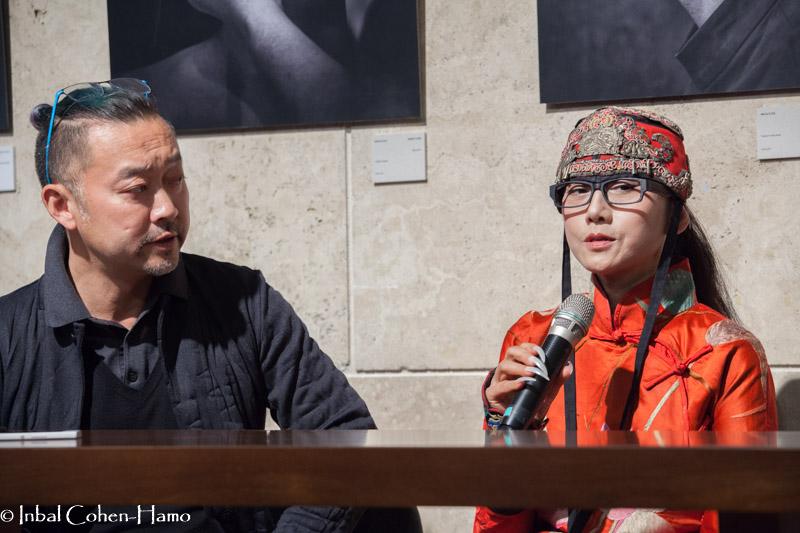 יאנג לי-פינג יחד עם נתן וונג מנהל הלהקה. צילום: ענבל כהן חמו