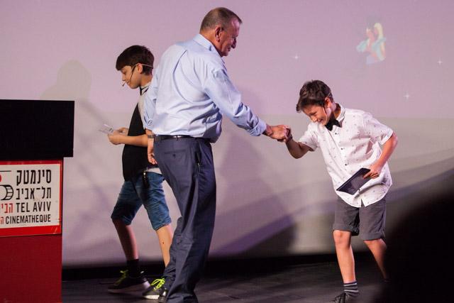 איתמר ויונתן יחד עם רון חולדאי. צילום: ענבל כהן חמו