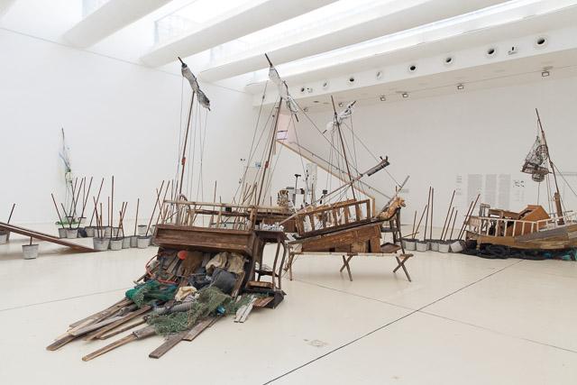 ניבי אלרואי - החלל הגדול במוזיאון הרצליה הופך לאוקינוס. צילום: ענבל כהן חמו