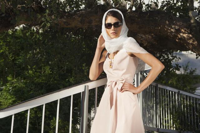 אילנה אפרתי - שמלת משי ורוד פודרה מצוירת ביד רזולציה נמוכה