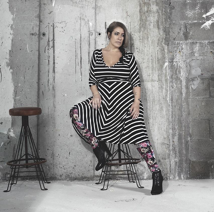 Honey B שמלת אהבה בשחור לבן 410 שח  טייץ צילום שני סקרלט קגן