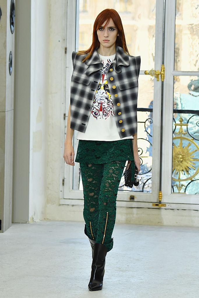 Louis Vuitton : Runway - Paris Fashion Week Womenswear Spring/Summer 2017
