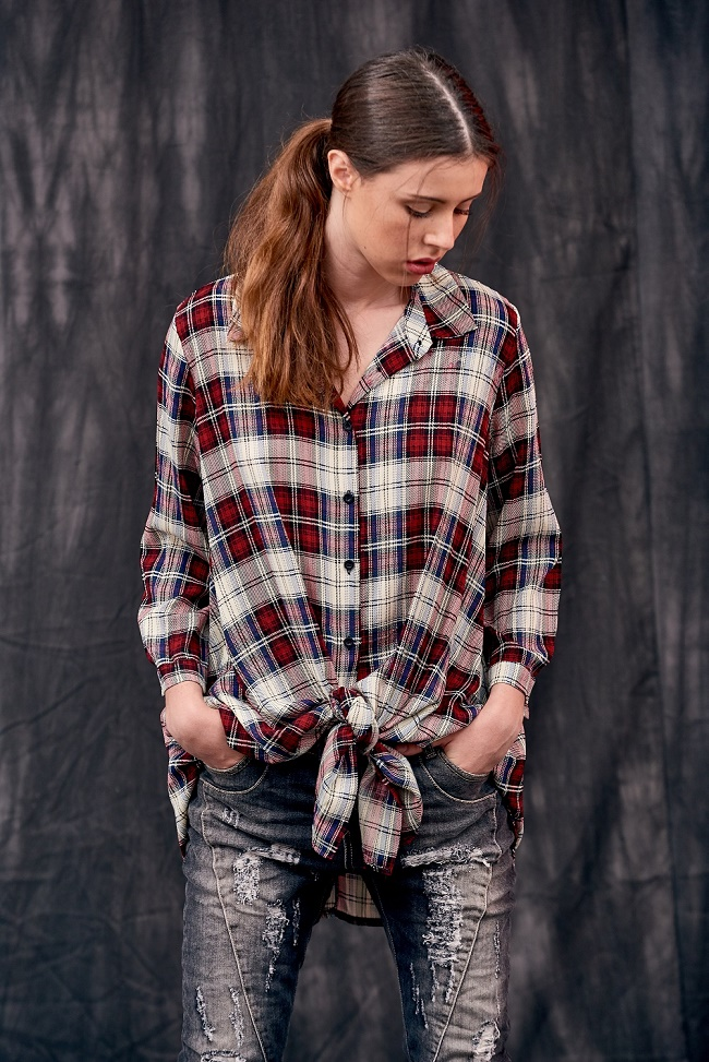 פרופיל טוניקת משבצות 219שח ג'ינס קרעים 249 שח  צילום שי קדם