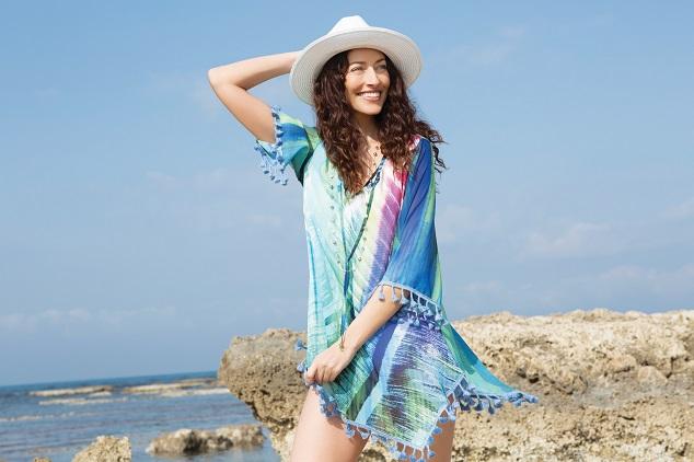 קולקציית קפסולה שירלי בוגנים לרשת האופנה דיסקרט שמלה מודפסת מחיר 389.90 שח צילום גיא כושי ויריב פיין