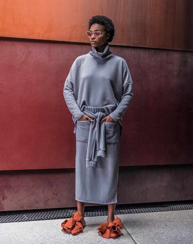 דנה סידי חליפת חצאית אוליב 770 שח צילום אביב אברמוב