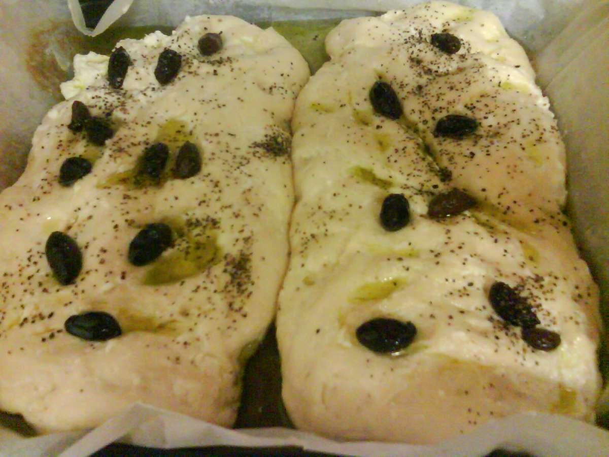 לחם גבינות עם זיתים ושמן זית