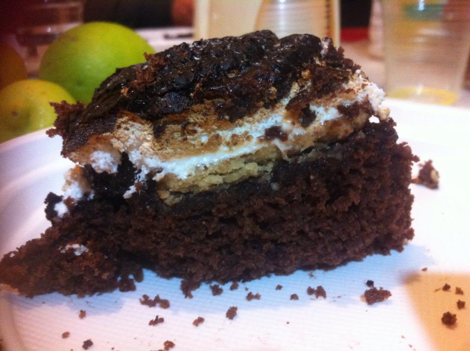 עוגה שוקולד עם קרמבו בתוכה-חתיכה
