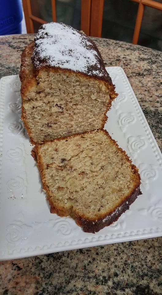 עוגת דובדבנים ושקדים בחושה