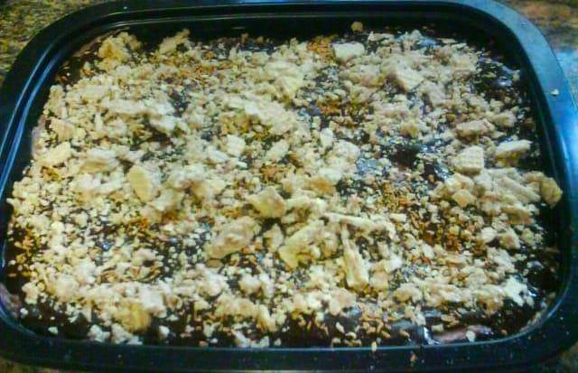 עוגת מוס גבינה-שוקולדים מריר וחלב וציפוי ופלים בטעם אגוזים