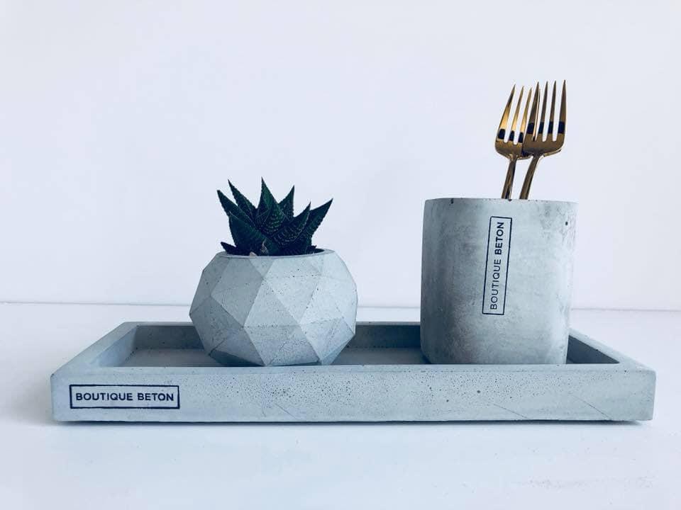 מגש + מתקן למברשת שיניים + עציץ של בוטיק בטון