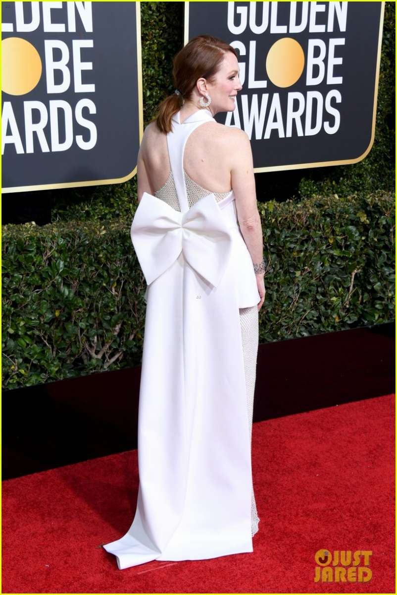 Julianne Moore In Givenchy Haute Couture Gloden Globe Awards