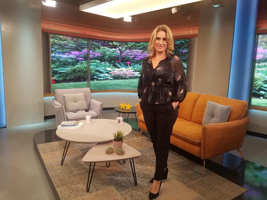 """צילום עצמי מתוך האולפן של תכנית הטלוויזיה """"בסלון של שרון """" ערוץ  רשת 13"""