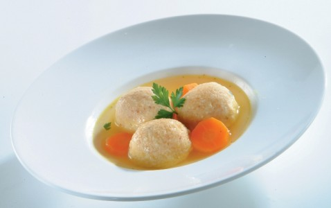 מרק עם קניידלך - אוכל ביתי ניר עציון
